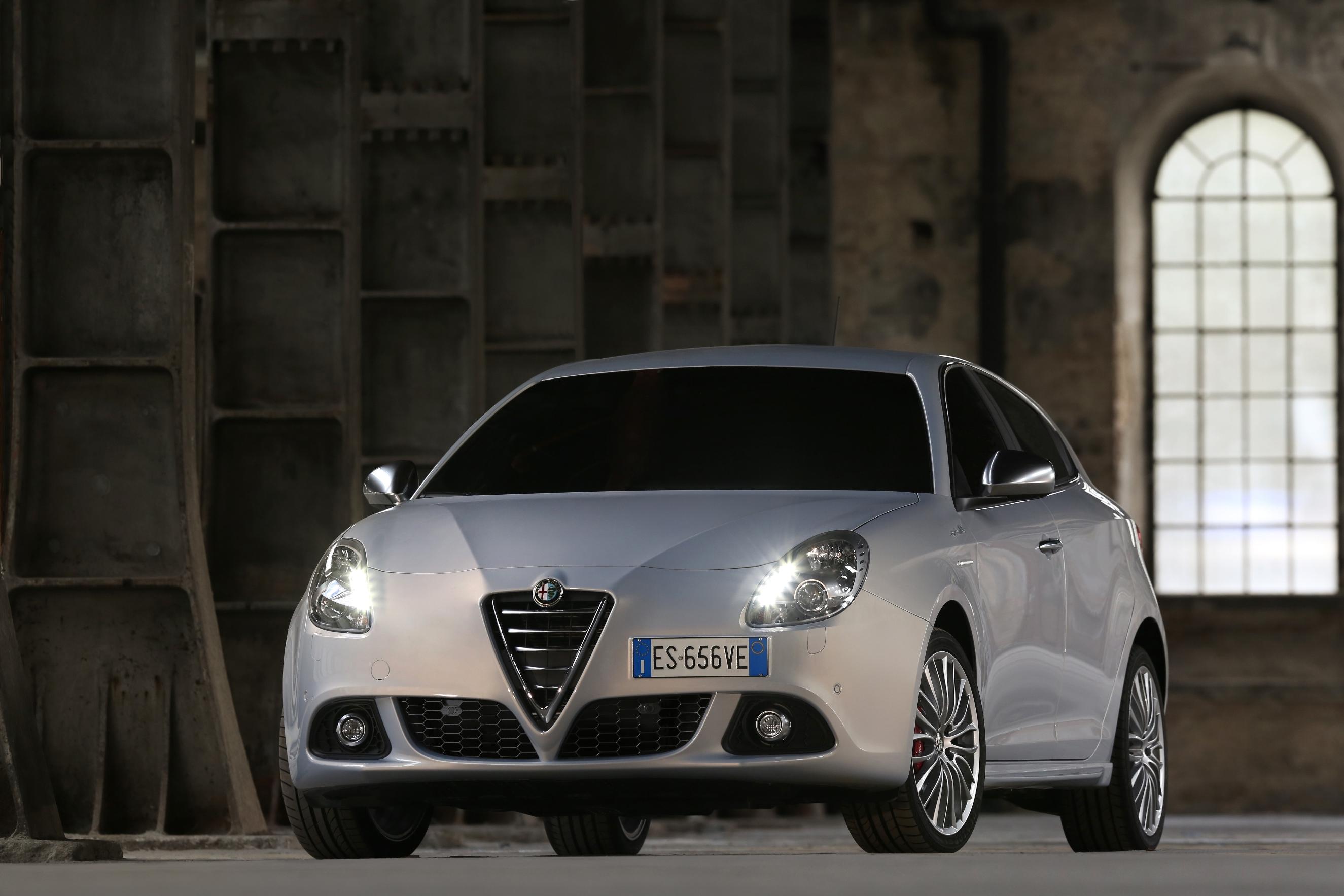 Alfa Romeo'dan Nakit İndirimli Açılır Tavan Hediyeli Yaz Kampanyası!