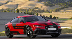 Audi pilots itself on US race track