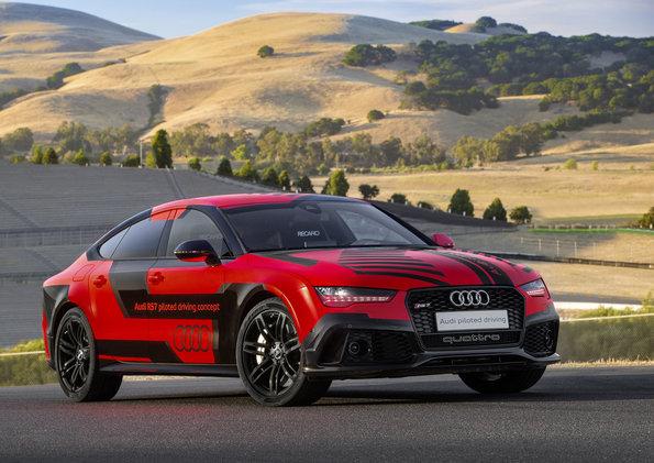 Audi pilots itself on US race track