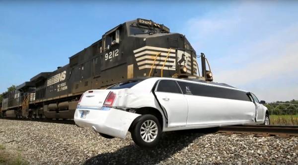 Tren Limuzini Biçti – Limousine and Train Crash