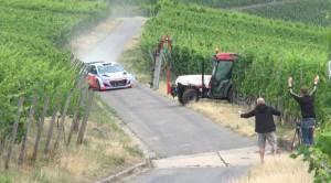Traktor Ralli Otomobilini Biçiyordu! – WRC car and tractor almost crash