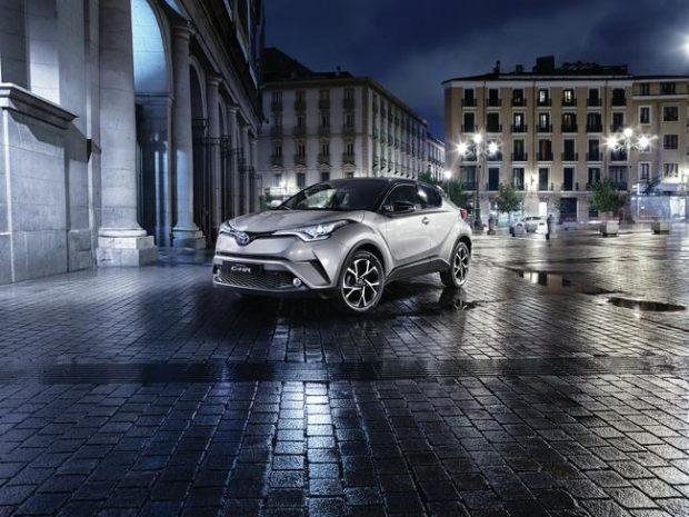 Cenevre Otomobil Fuarı'ndaki dünya prömiyerinde tasarım ve teknik bilgileri açıklanan C-HR, iç ve dış detayları ile Paris Otomobil Fuarı'nda tanıtıldı.