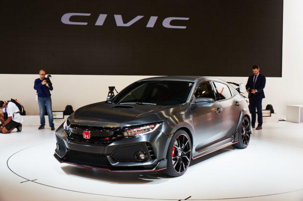 Honda, 2016 Paris Otomobil Fuarı'nda yeni nesil Civic Type R ile ilgili bir ön gösterim niteliğinde olan Civic Type R prototipini tanıttı.