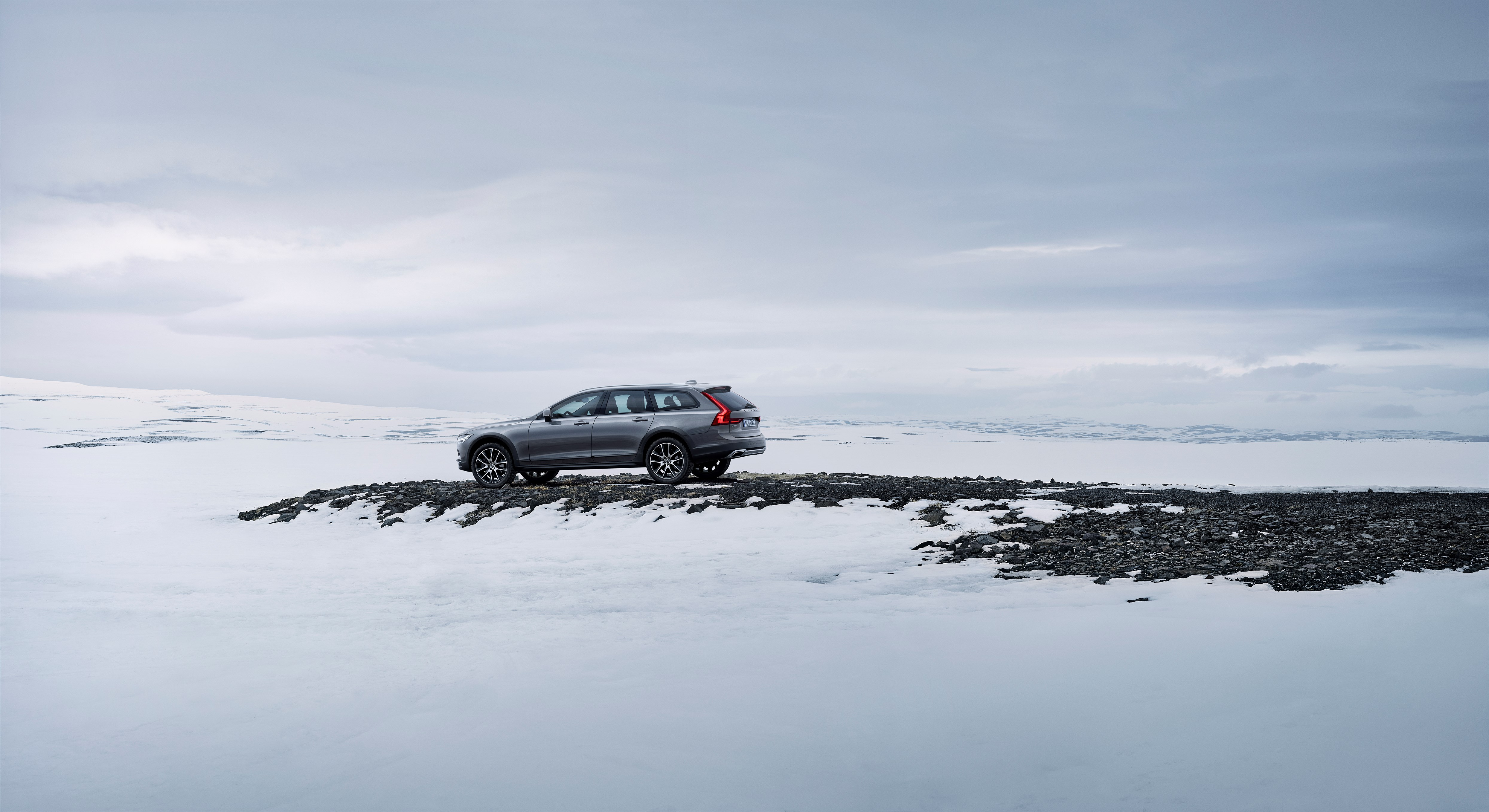 New Volvo V90 Cross Country – The Land of Cross Country