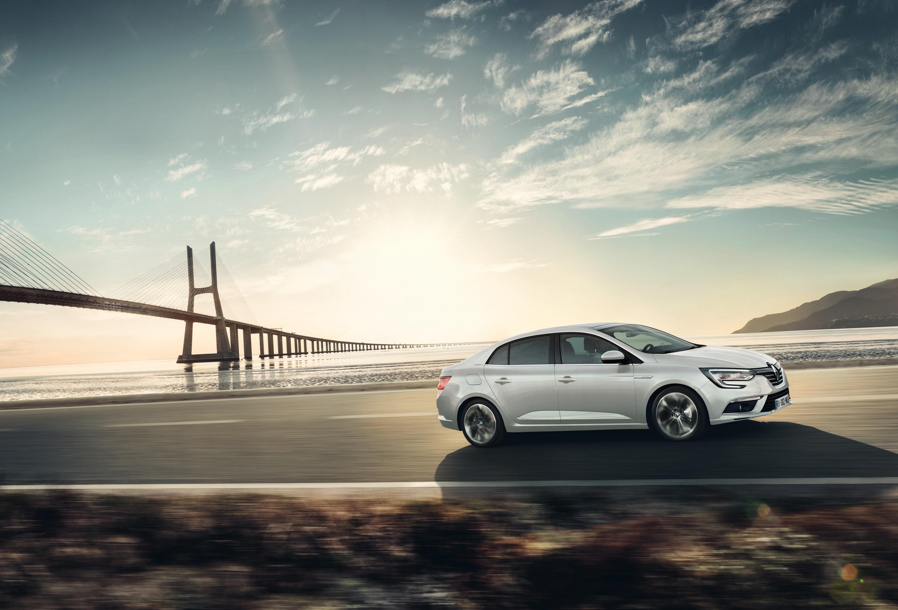 Renault Paris'te Yeni Megane Sedan'ın Dünya Prömiyerini Gerçekleştirdi
