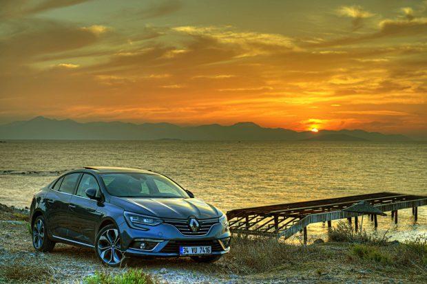 Renault, Paris'te C-segmentindeki yeni model atağının son ürünü Yeni Megane Sedan'ın dünya prömiyerini gerçekleştirdi. Megane Sedan 12 Ekim'de Türkiye'de.