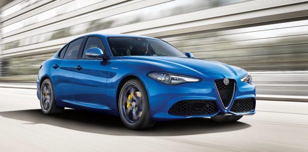 Paris Motor Show'da tanıtılan Alfa Romeo Giulia Veloce, 2017 Şubat'ta Türkiye'de 2.0 lt turbo benzinli ve 2.2 lt turbo dizel motor seçenekleriyle satılacak.