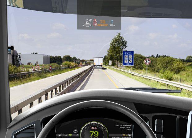 Continental, 66. IAA Ticari Araçlar Fuarı'nda, otomatik sürüşte insan-makine diyaloğunu iyileştirmeyi hedefleyen baş üstü gösterge ekranını tanıttı.