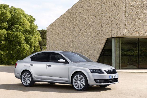 Skoda Octavia, tamamen yeni 1.0 litre hacimli TSI benzinli motoruyla 62 bin 900 TL'den başlayan fiyatlarla Türkiye'de satışa sunuldu.