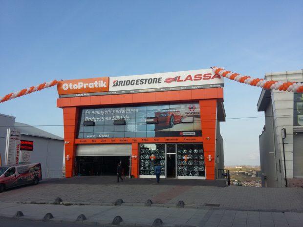 Brisa, binek ve hafif ticari araçların ihtiyaç duyacağı ürünleri sunduğu ve temel bakım hizmetlerini verdiği Gökay Oto Otopratik'i Arnavutköy'de açtı.