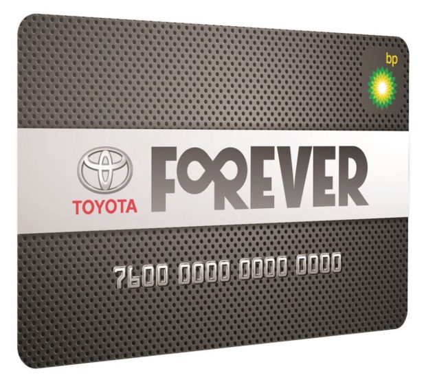 """Toyota'nın, yaş ve model farkı gözetmeksizin tüm müşterilerinin kullanımına sunduğu sadakat programı """"Forever Kart"""" uygulamasından yararlananların sayısı 300 bine ulaştı."""