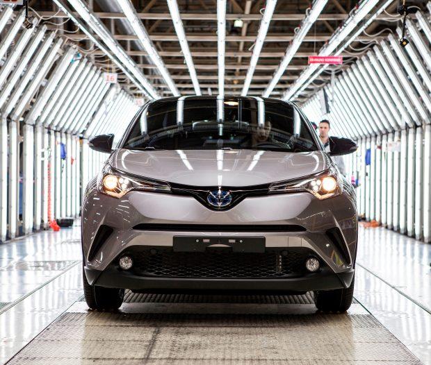 Toyota Otomotiv Sanayi Türkiye, 9 Kasım'da Sakarya'da bulunan üretim tesislerinde seri üretimine başlanan Toyota C-HR'ı üretim bandından indirdi.