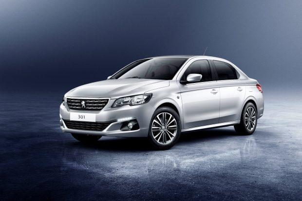 Peugeot'nun yeni tasarım kodları ile güncellediği 301, yeni teknolojik donanımlara, süspansiyon sistemine ve yeni nesil motorlara kavuştu.