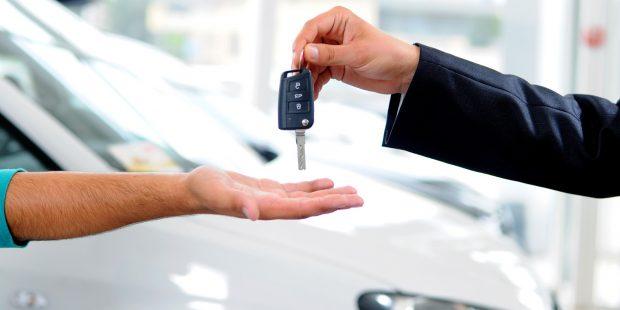 Otomobilde ÖTV düzenlemesi Resmi Gazete'de yayımlandı ve yürürlüğe girdi. Düzenlemenin ardından otomobil firmaları da fiyat listesini güncelledi.
