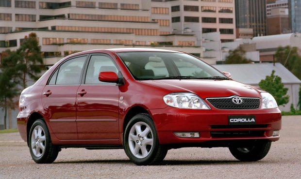 """Toyota, 2007 yılı ve öncesi seçili Corolla ve Yaris için """"Eski Dostlar"""" programı kapsamında yıl sonuna kadar sürecek servis ve bakım günleri düzenliyor."""
