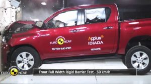 Toyota Hilux Nissan Navara NP300 Crash Test