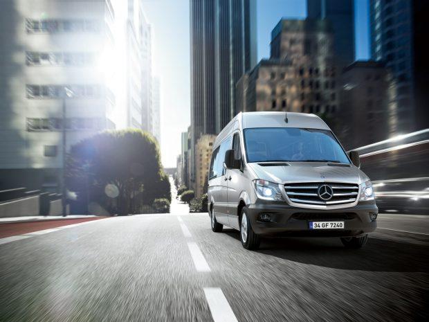 Mercedes-Benz Türk, Sprinter ve Vito için aralık ayında indirimlere ek olarak sabit faiz ve aylık ödemeler gibi cazip kredi olanakları sunuyor.