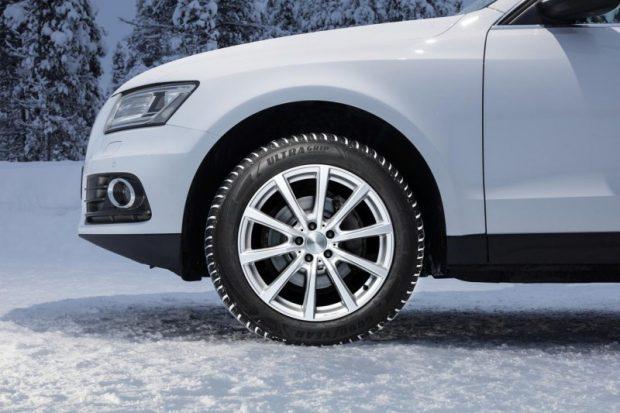 Goodyear UltraGrip Performance SUV kış lastikleri; kuru, ıslak ve buzlu zeminde daha kısa fren mesafesi sağlarken güvenlikle performansı birleştiriyor.