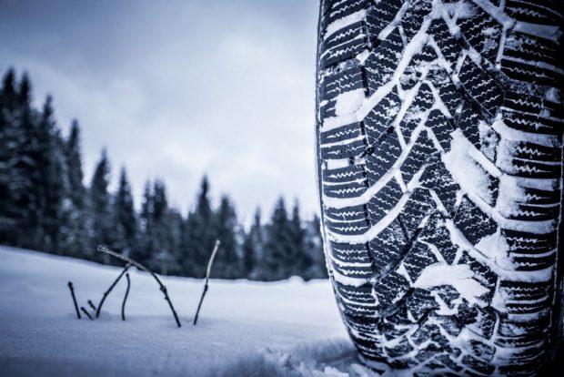 1- Kış lastiğini muhakkak kullanın ve 4 lastiğiniz de kış lastiği olsun.Karlı veya soğuk havalarda kesinlikle lastiklerinizin hava basıncını düşürmeyin.