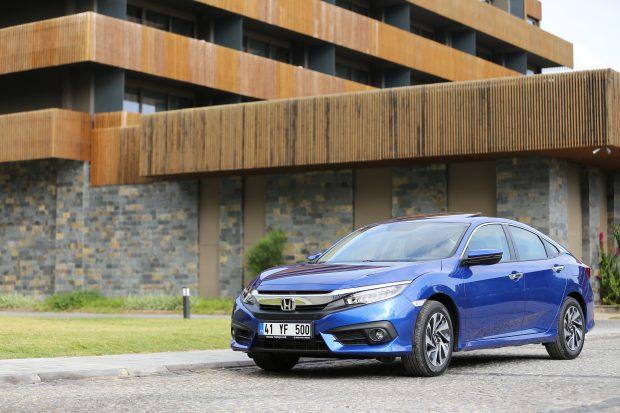 Ocak ayında 2017 Honda Civic Sedan 2016 fiyatlarıyla satılırken, 4X4 CR-V 1.6 dizel otomatik modelleri ise 5 bin TL'ye kadar takas desteği ile sunuluyor.