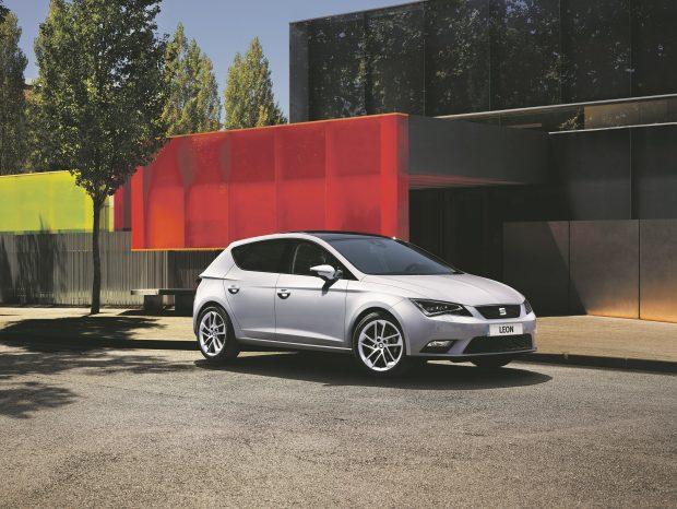 Seat, 2016 model Leon'un 1.2 TSI 110 HP DSG S&S Style versiyonunu 4 bin 800 TL, diğer benzinli versiyonlarını ise 2 bin 500 TL indirimle satışa sunuyor.