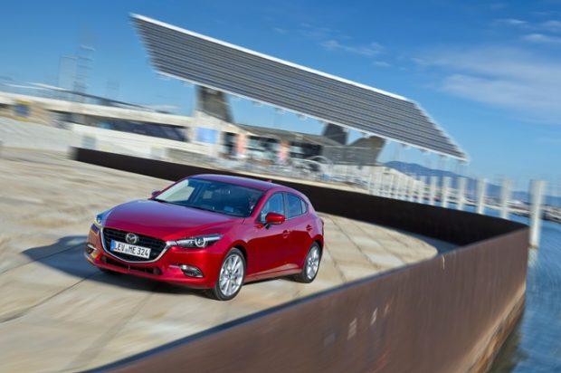 Hatchback ve Sedan, 1 benzinli ve 1 dizel motor, manuel ve otomatik şanzıman ile 3 üç farklı donanımla Mazda3, 73 bin 263 TL 'den başlayan fiyatla satışta.