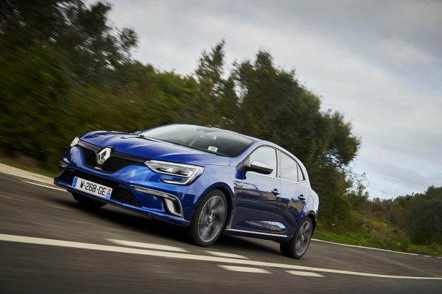 Renault, şubat ayında benzinli motorlu Clio HB, Clio Sport Tourer, Megane HB ya da Megane Sedan satın almak isteyen müşterilerine özel fiyatlar sunuyor.