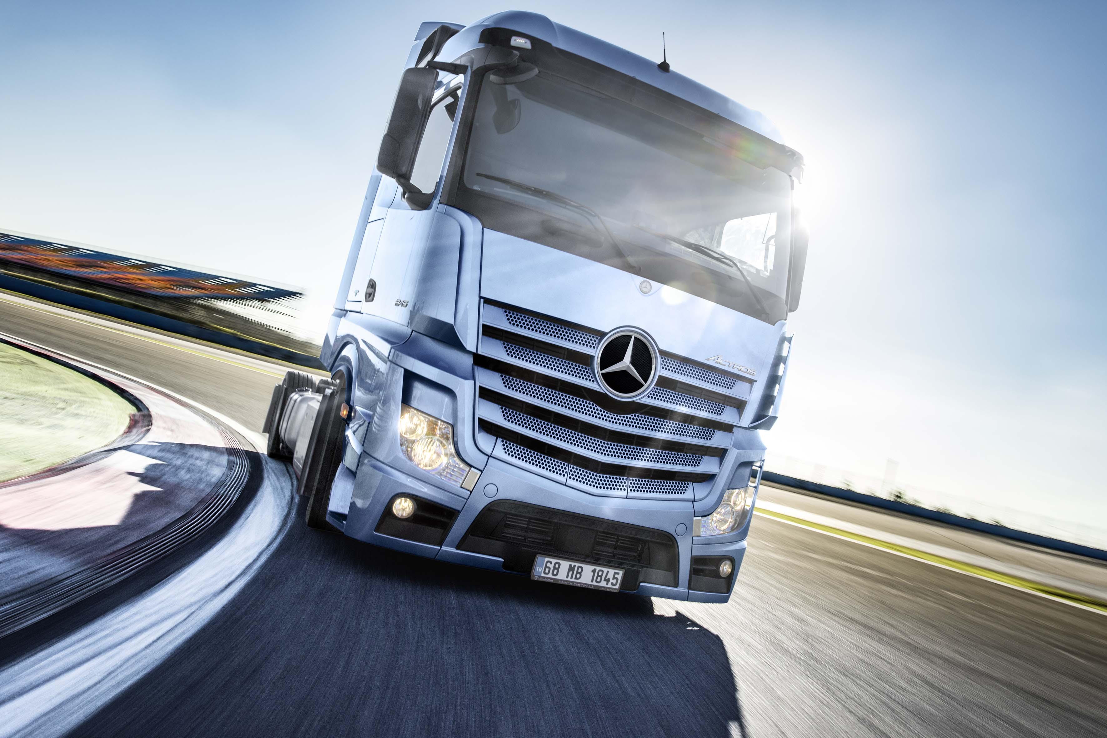 Mercedes-Benz Nisan Ayında Kamyonlarda Avro ya da TL Ödeme Seçenekleri Sunuyor