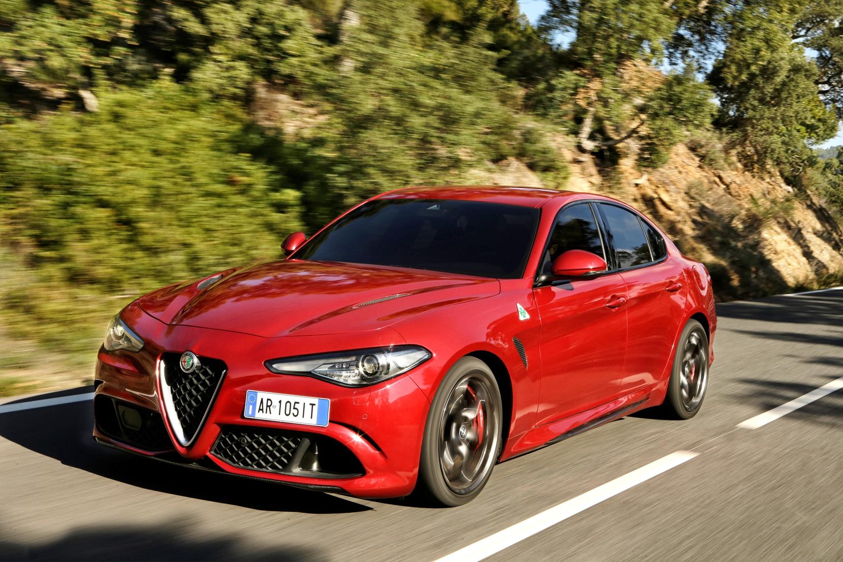 Alfa Romeo Giulia Türkiye'de 3 Farklı Motor ve Donanım Seçeneğiyle Tercih Edilebiliyor