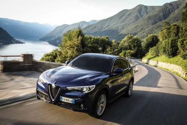 Alfa Romeo Stelvio Türkiye'de 2.0 Litrelik Benzinli Motor İle Satışa Sunuldu