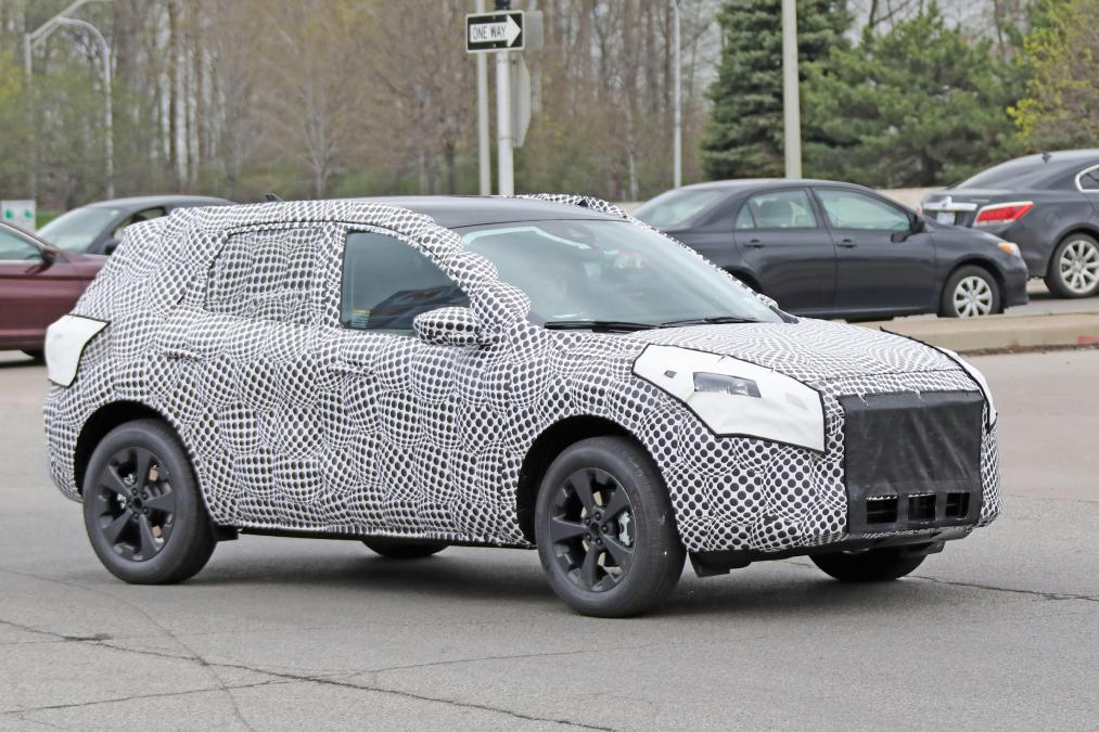 Yeni 2020 Ford Kuga SUV Tekrar Casus Kameraya Yakalandı