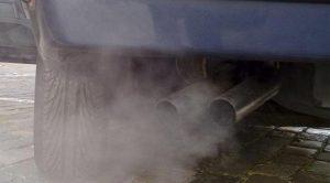 Araba Neden Siyah Duman Atar?
