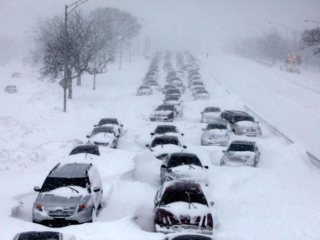 Karda Yolda Kaldığınızda Otomobilinizde Olması Gereken 9 Malzeme