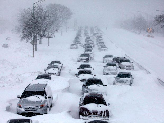 karda yolda kalma