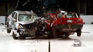2016 Nissan Versa 2015 Nissan Tsuru Çarpışma Testi