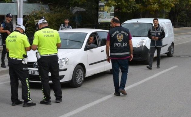 Türkiye Genelinde Araç İçinde Sigara İçen Sürücülere Ceza Verildi