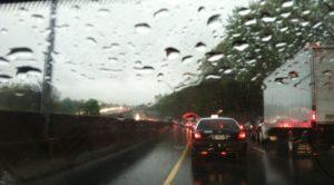 Yağmurlu Havalarda Neden Trafik Sıkışık Olur?